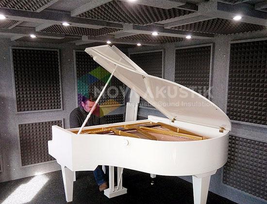 akustik piramit sünger piyano odası